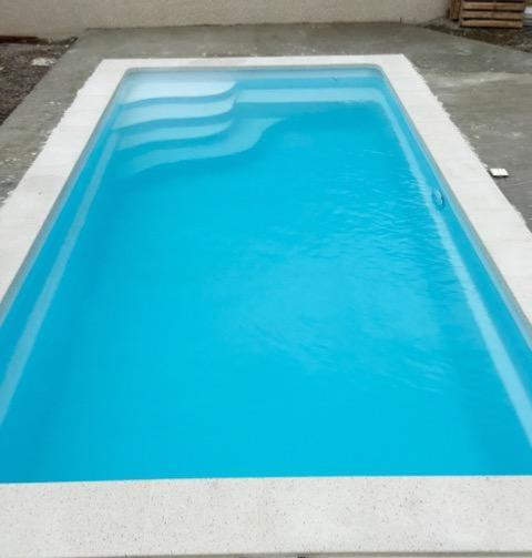 Piscine coque polyester rectangulaire star 7 avec bloc for Piscine coque polyester la rochelle