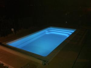 Piscine coque polyester Rectangulaire VEGA 850