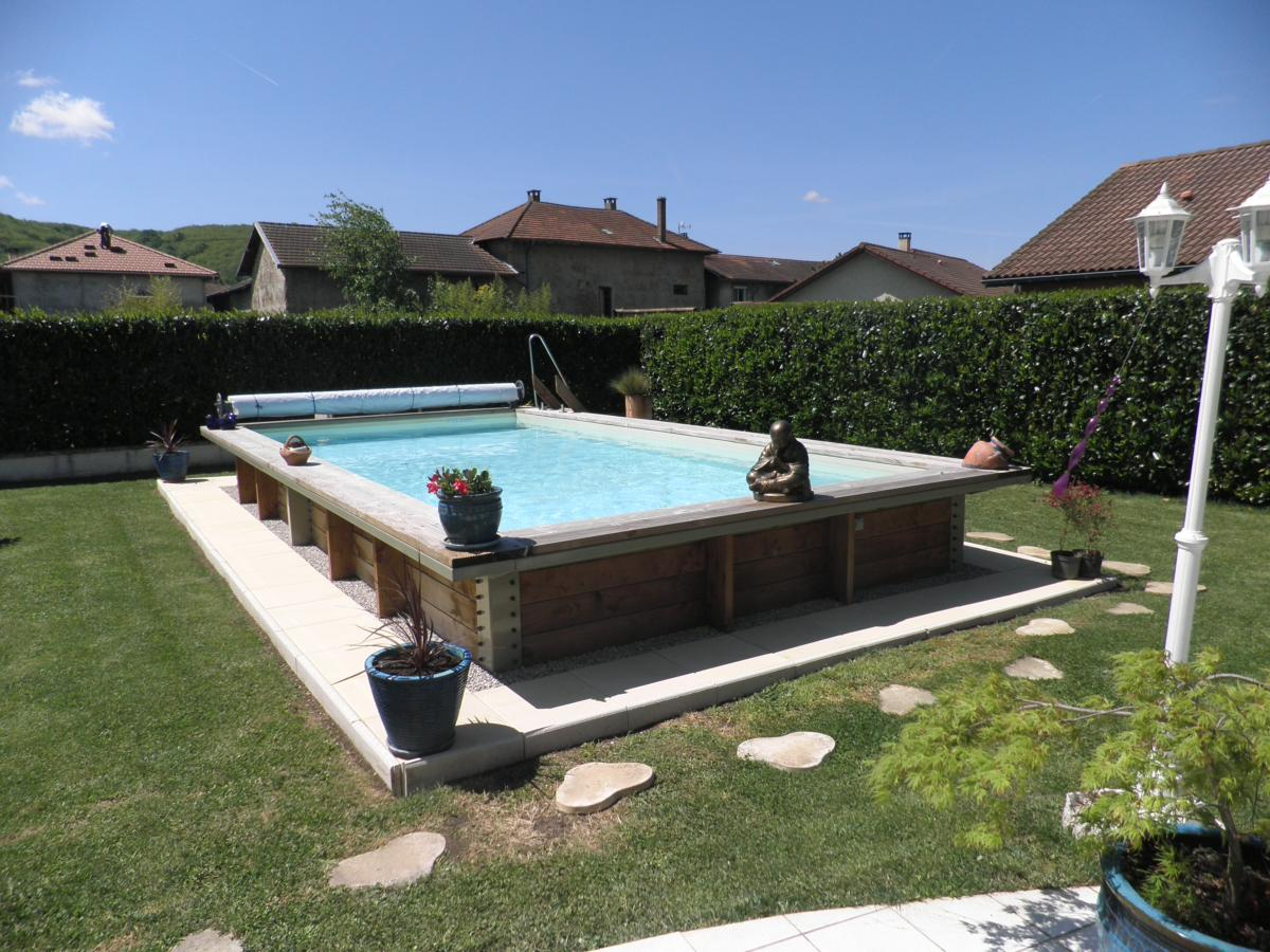 Piscine semi enterr e beton fashion designs for Piscine semi enterre bois