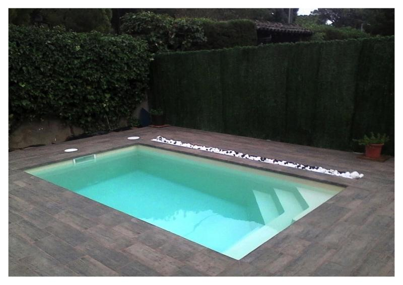 Petite piscine coque mod le rectangulaire star 4 for Piscine coque rigide