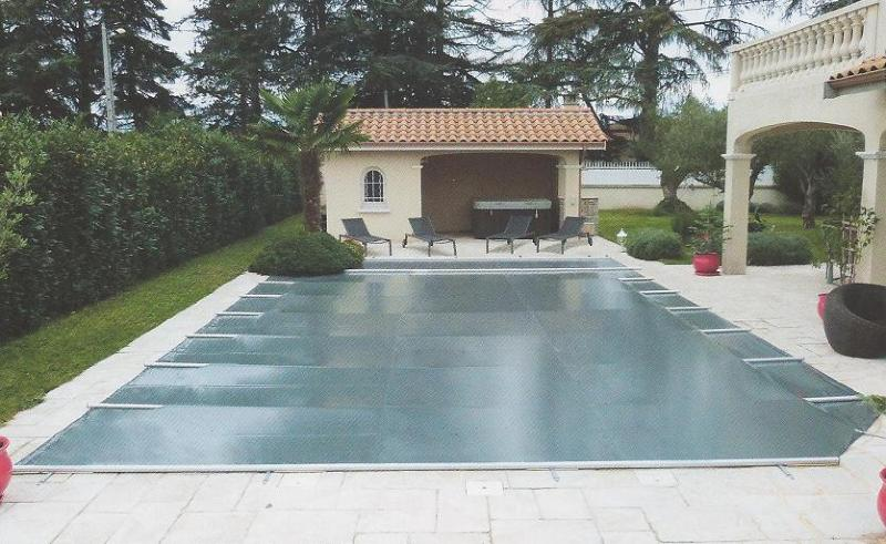 B che de s curit piscine premium for Bache a barre piscine