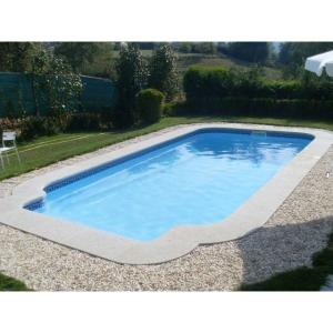Piscine coque rectangulaire NEPTUNE