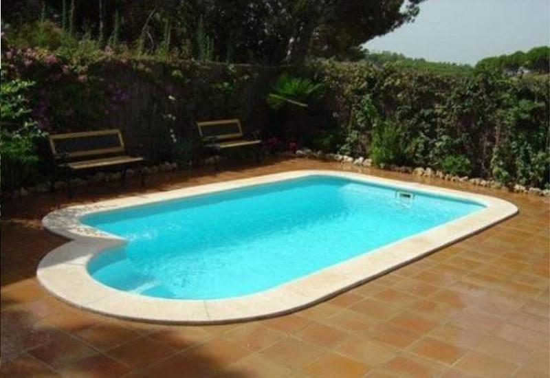 Piscine coque polyester promo piscines kit votre kit for Kit piscine coque